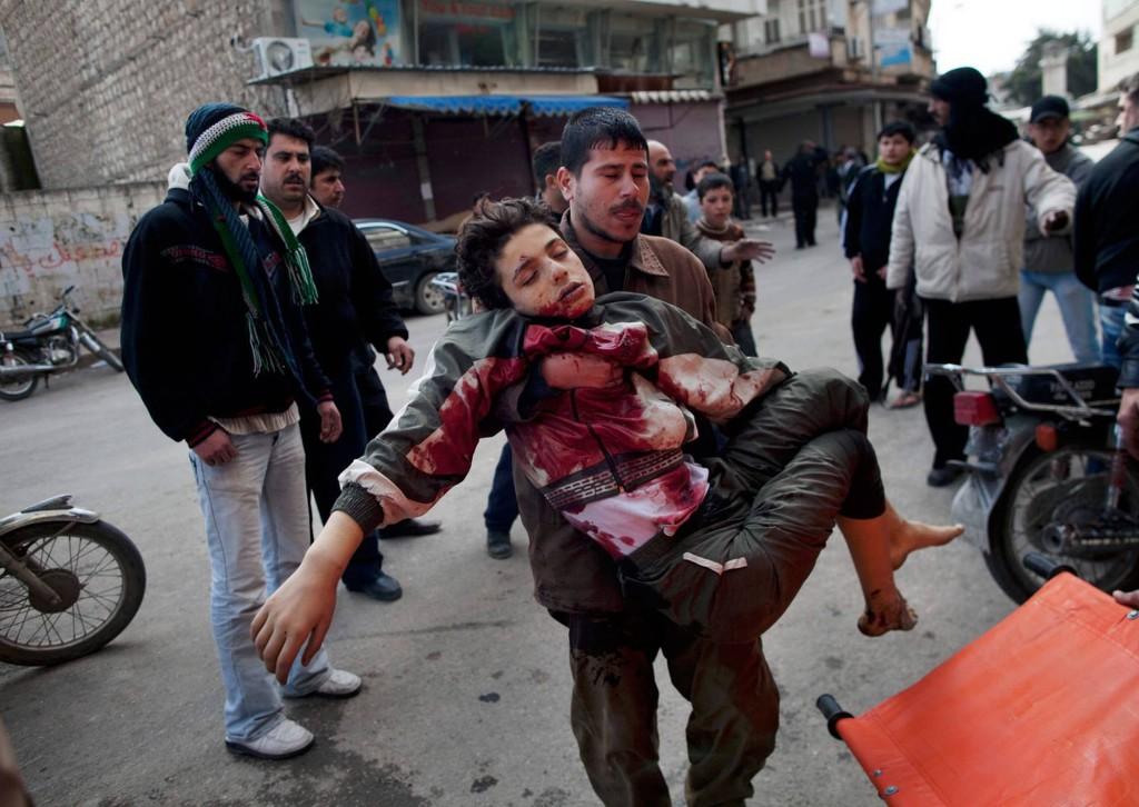 Polisen skjuter skarpt mot demonstranterna. Foto: AP